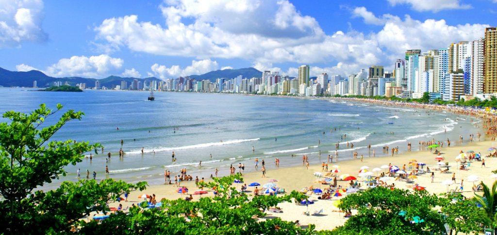 As 10 Praias Mais Bonitas do Brasil - Balneário Camboriú (SC)