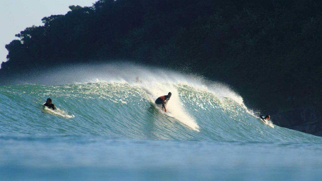 As 10 Melhores PraiasBrasileiras ParaSurfar- Maresias (São Sebastião, SP)