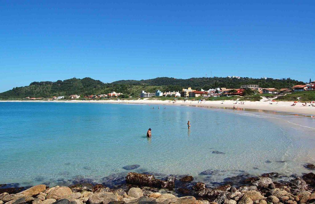 As 10 Praias Mais Bonitas do Brasil - Praia de Quatro Ilhas (SC)