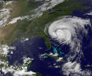 ( ILUSTRAÇÃO) Furacão Irene atingindo a costa dos EUA às 20hs (26/08/2011) - Foto: NASA's Hurricane Web Page