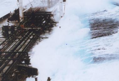 """""""Freak wave"""" que alcançou uma altura de 60 pés no sul de Valdez, no Alasca, em fevereiro de 1993. Fonte: https://www.livescience.com/14600-freak-waves-spring-clash-wave-patterns.html"""