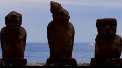 by by Brasil ao fundo das estátuas chamadas moais