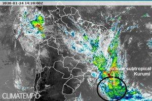 Tempestade subtropical Kurumí vista pelo satélite meteorológico GOES 16 em alto-mar 24Jan2020
