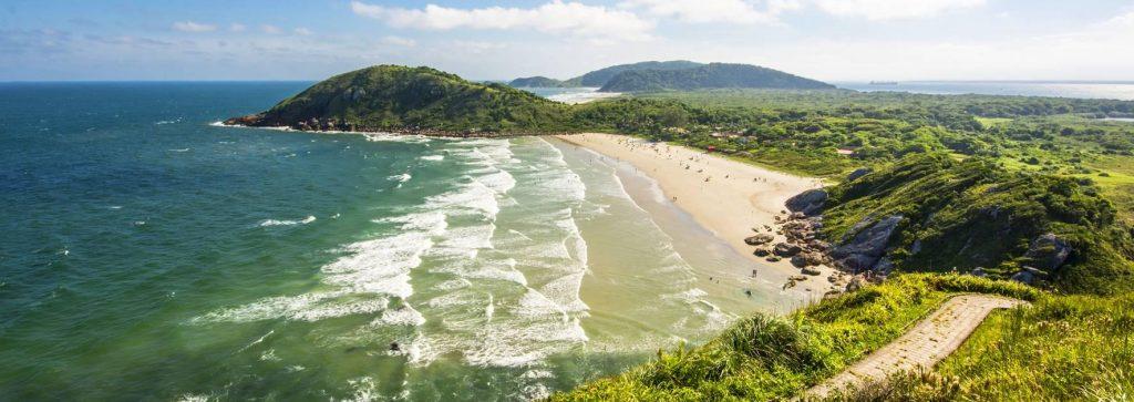 Conheça os 7,4 mil km de belezas naturais do litoral brasileiro: Ilha do Mel (PR)