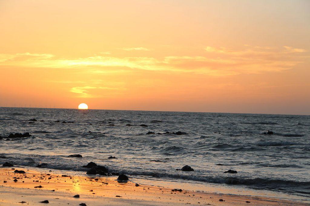 As 10 Melhores PraiasBrasileiras ParaSurfar- Praia de Carnaubinha (Paracaru, CE)