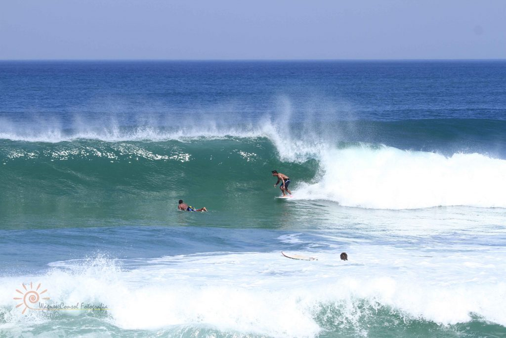 As 10 Melhores PraiasBrasileiras ParaSurfar- Praia da Macumba (RJ)