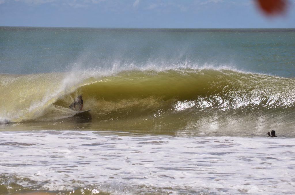As 10 Melhores PraiasBrasileiras ParaSurfar- Praia da Regência (Linhares, Espírito Santo)