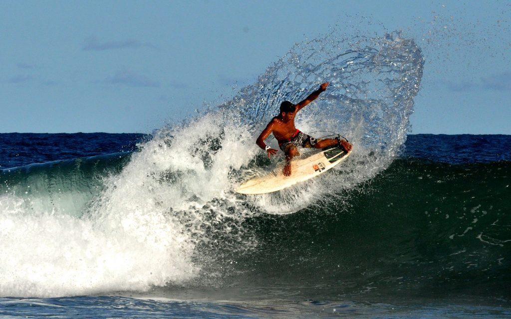 As 10 Melhores PraiasBrasileiras ParaSurfar- Praia do Forte (Mata de São João, Bahia)