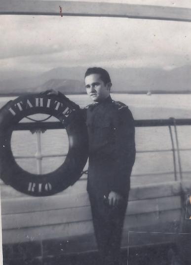 """2º Oficial de Náutica Alvaro no navio de passageiros """"Itahité""""."""