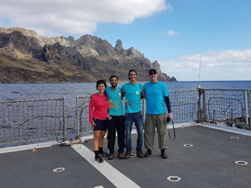 """Equipe do AquaRio na chegada em Trindade a bordo do Navio Patrulha """"Amazonas"""""""
