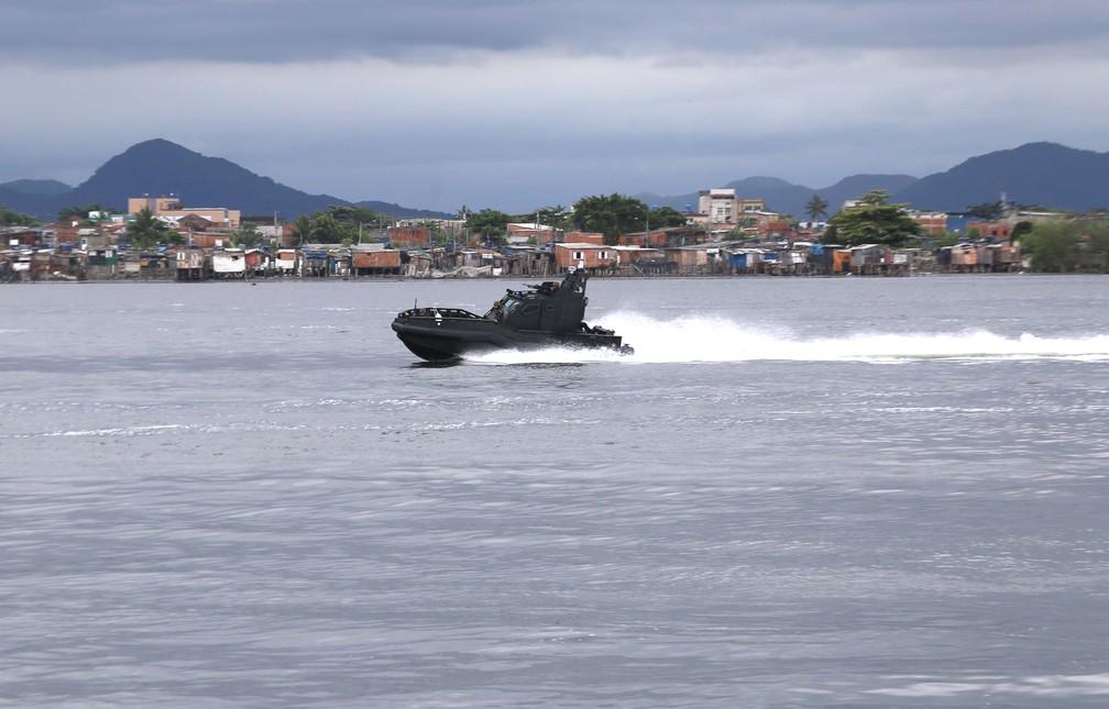 Lancha 'Mangangá', da Marinha do Brasil, pode atingir até 70 Km/h — Foto: José Claudio Pimentel/G1